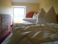 Schlafzimmer in der Ferienwohnung Scheune